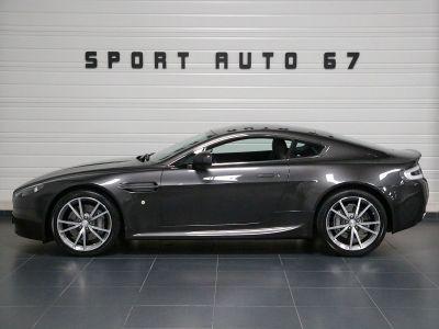 Aston Martin V8 Vantage    - 2
