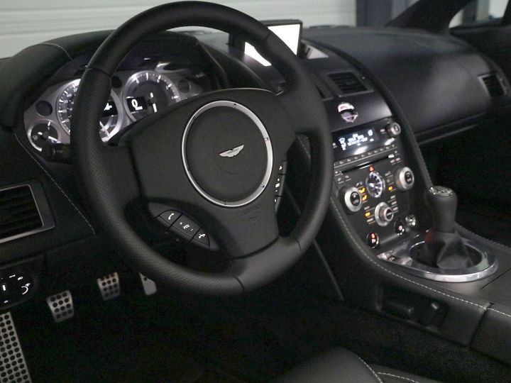 Aston Martin V8 Vantage  - 4