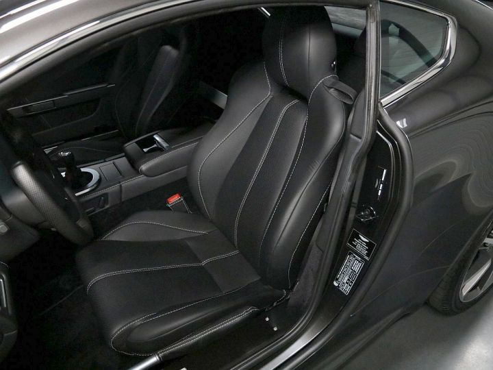 Aston Martin V8 Vantage  - 5