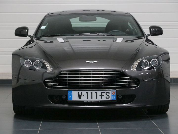 Aston Martin V8 Vantage  - 10