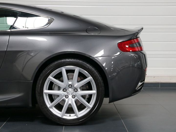 Aston Martin V8 Vantage  - 33
