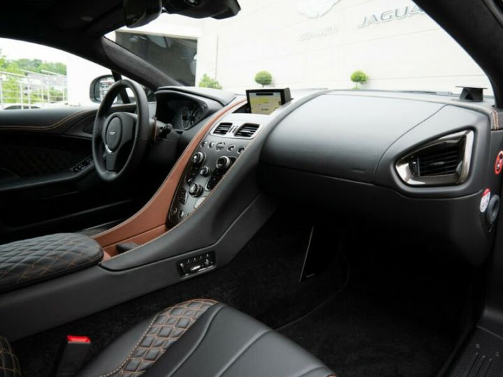 Aston Martin VANQUISH S - 10