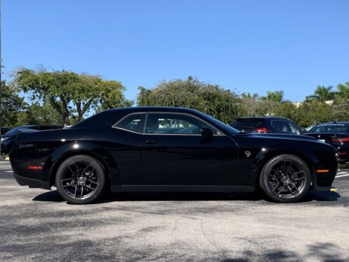 Dodge Challenger Srt hellcat widebody v8 62l 717hp - 3