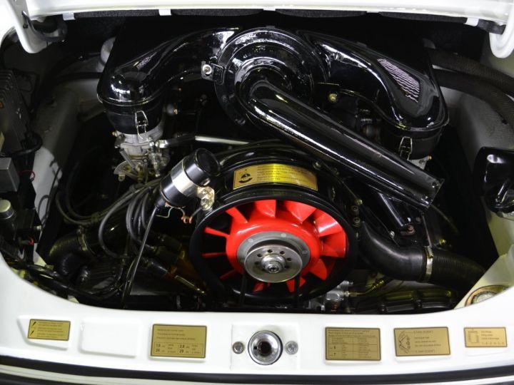 Porsche 911 22T - 19